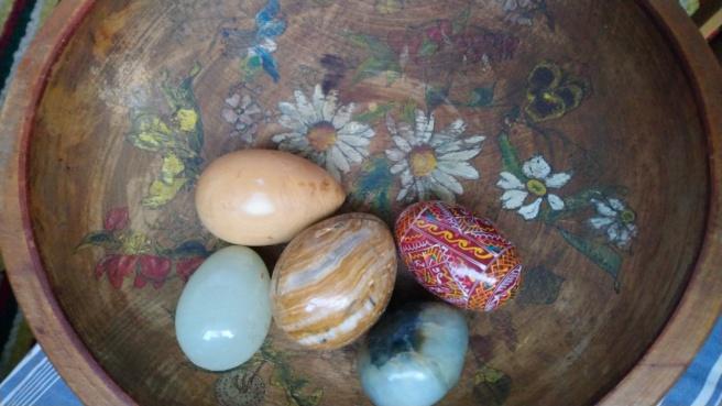 Schale mit Ostereiern