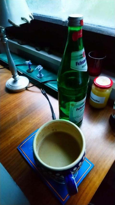 Kaffee und Wasser
